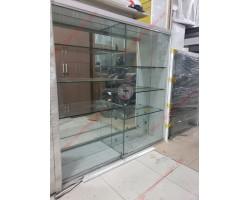 Thanh lý tủ kệ kính treo tường trưng bày