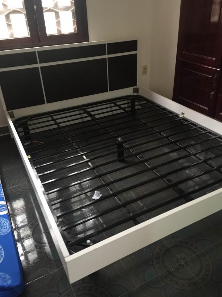Thanh lý giường 1m6 khung sắt