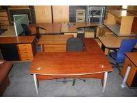 Mẹo làm mới bàn ghế văn phòng cũ đơn giản mà hiệu quả