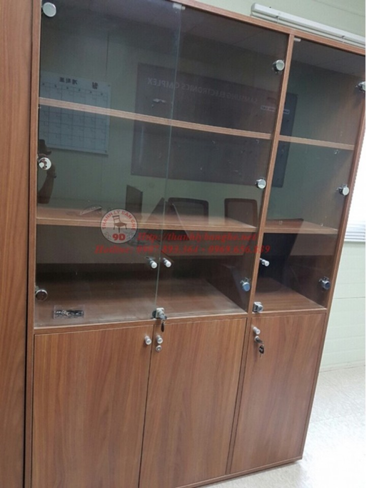 Thanh lý tủ kính trưng bày văn phòng
