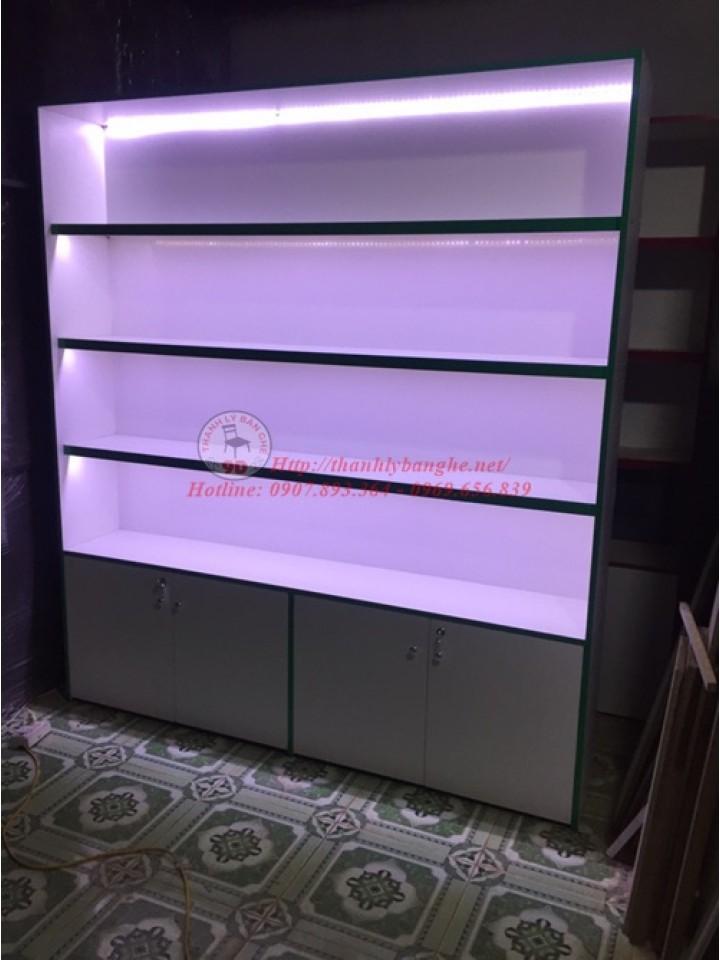 Thanh lý tủ trưng bày kính lùa ( có đèn led )
