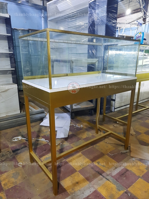 Tủ kính trưng bày mỹ phẩm trang sức