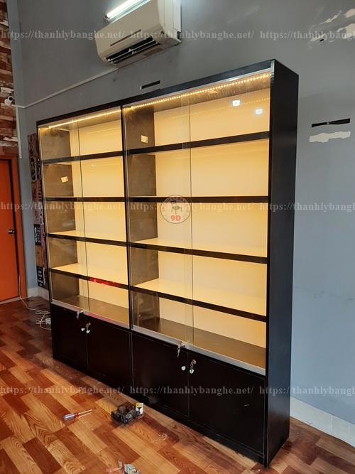 Tủ kính trưng bày mỹ phẩm