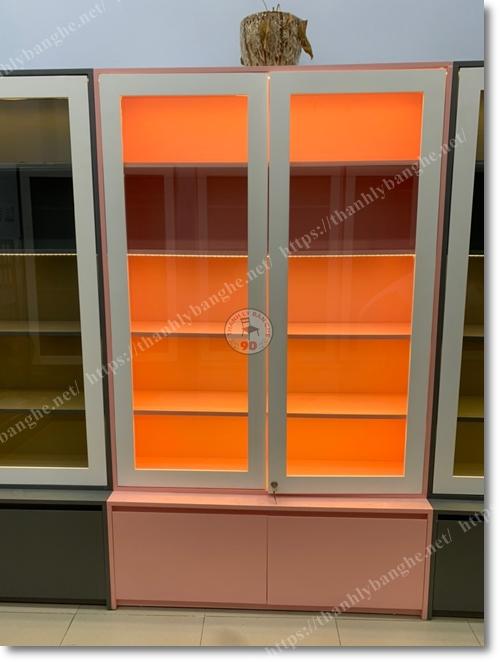Tủ kính trưng bày mỹ phẩm nước hoa