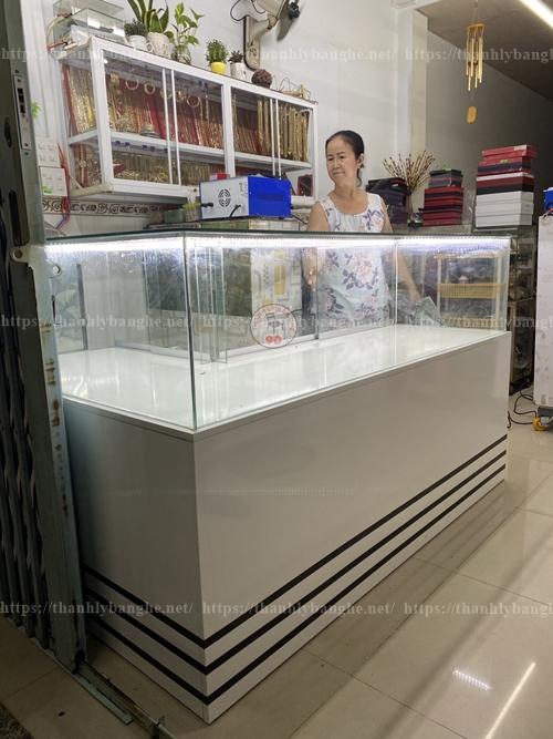 Tủ quầy L 1m6 x 1m2  trưng bày