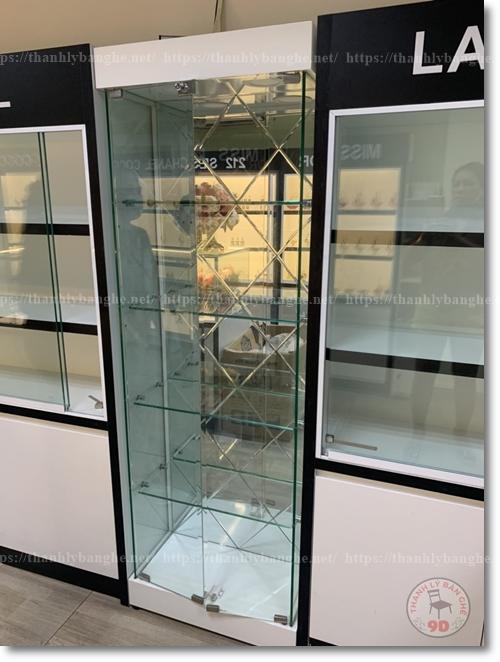Tủ kính trưng bày nước hoa