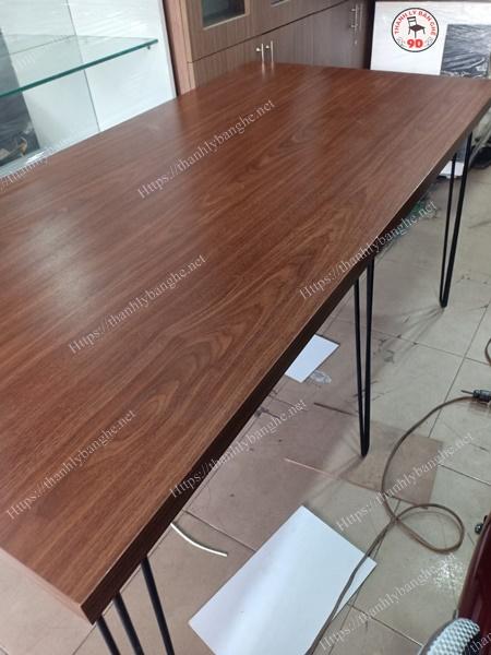 Thanh lý bàn văn phòng 1M6 chân sắt cũ MS943