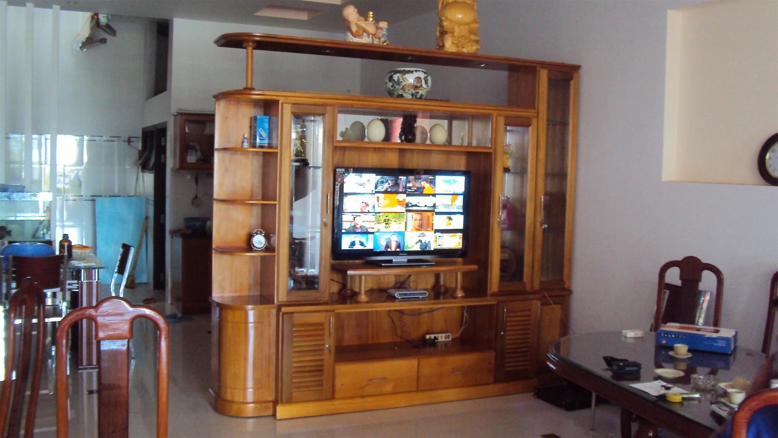 tủ tivi phòng khách cũ