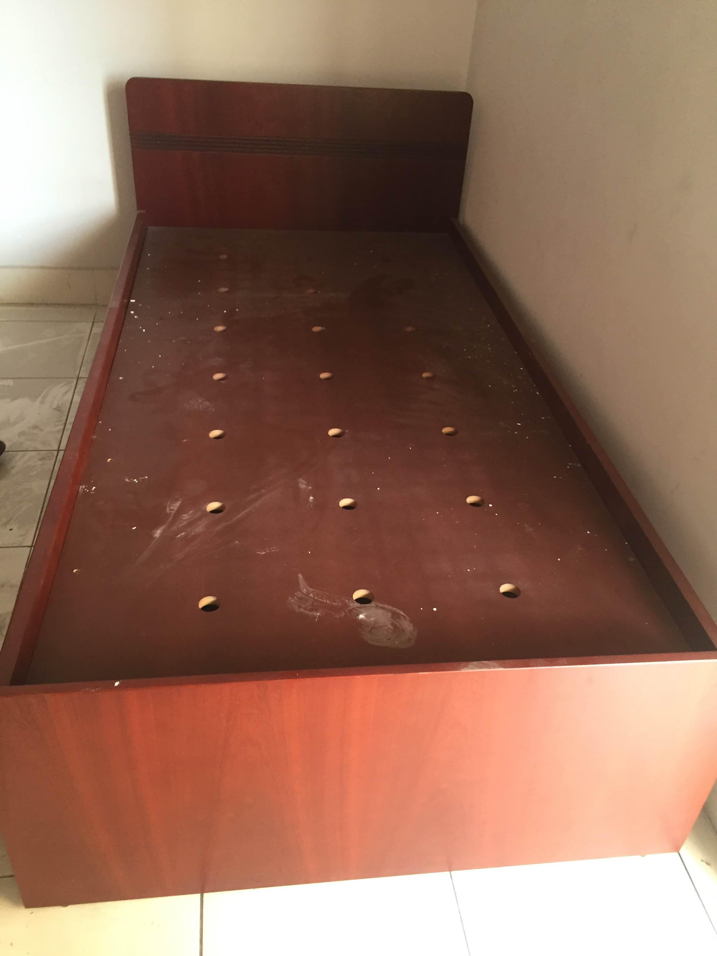 giường gỗ cũ thanh lý giá rẻ