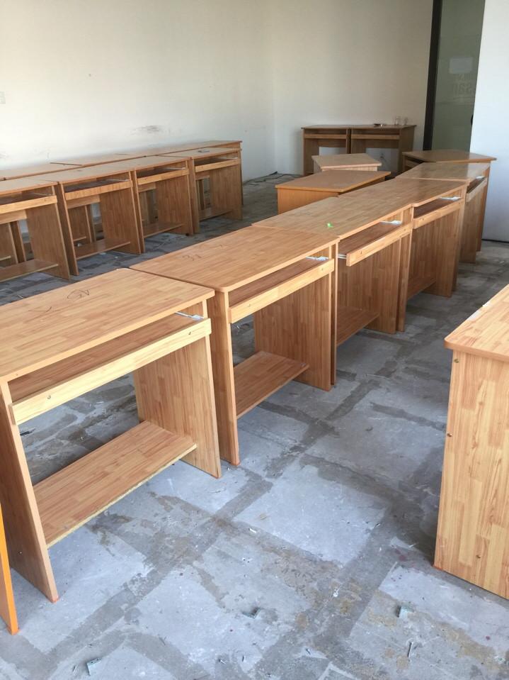 Mua bàn ghế văn phòng thanh lý, bàn làm việc cũ ở đâu?