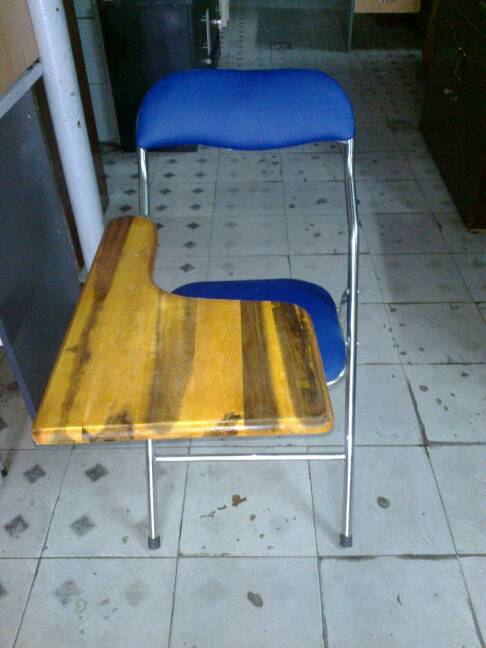 ghế xếp liền bàn thanh lý