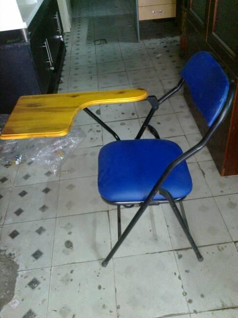 ghế gấp liền bàn mặt gỗ ghép