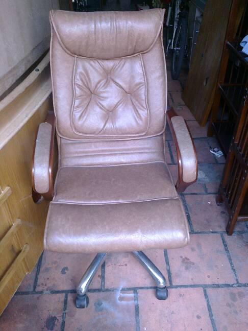 ghế xoay chân inox cũ