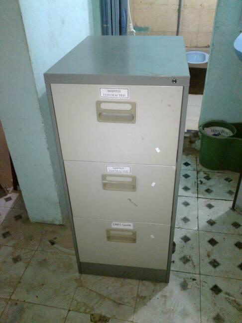 tủ hồ sơ sắt 3 ngăn cũ