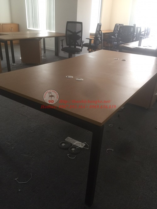bàn ghế văn phòng cũ cần thay mới