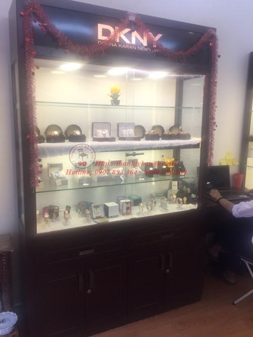 Cửa hàng thanh lý văn phòng, tủ kiếng trưng bày 9D