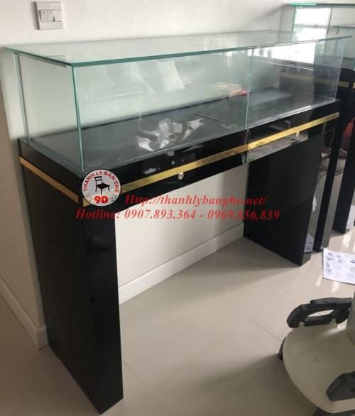 Thanh lý tủ kệ kính trưng bày trung tâm giá rẻ