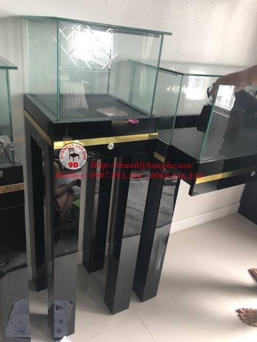 Thanh lý tủ kệ kính trưng bày trung tâm cũ giá rẻ