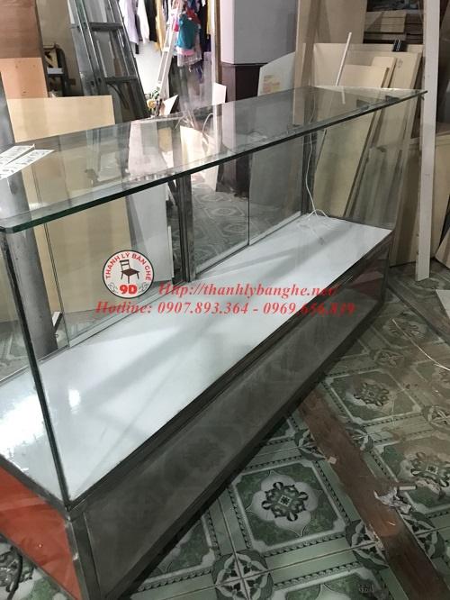 Thanh lý tủ kính trưng bày bán hàng trung tâm cũ MS698