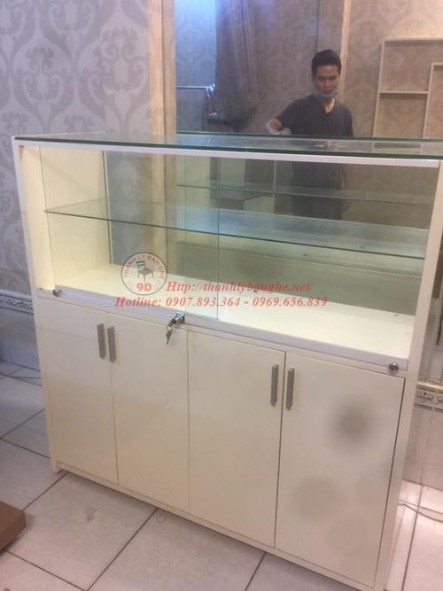 Thanh lý tủ kệ kiếng trưng bày cũ giá rẻ 1m2